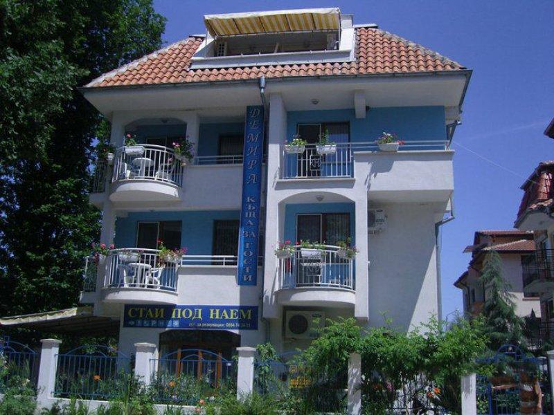 Хотел Демира