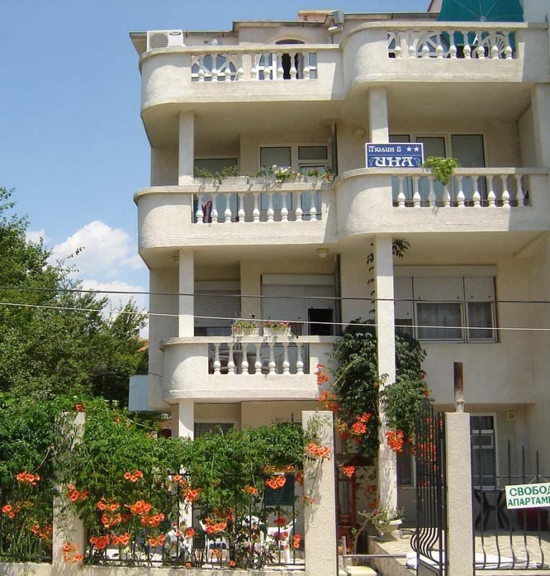 Семеен хотел Ина